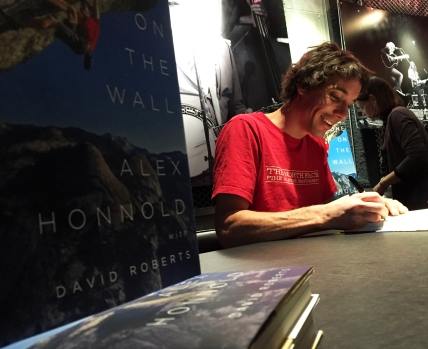 honnold_signing_portsmouth_coffeetapeclimb